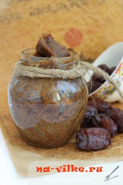 Финиковая паста с грецкими орехами