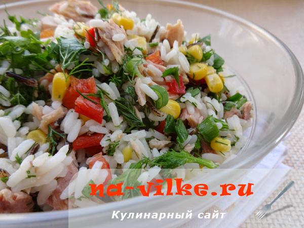 Салат из консервированного тунца и дикого риса