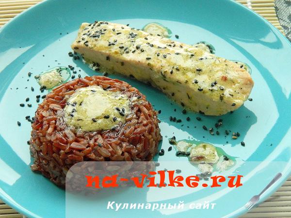 Семга в кокосовых сливках с красным рисом