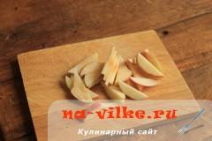 Яблоки для компота нарезать дольками