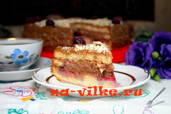 Нежный бисквит со сгущенкой и вишневыми нотками