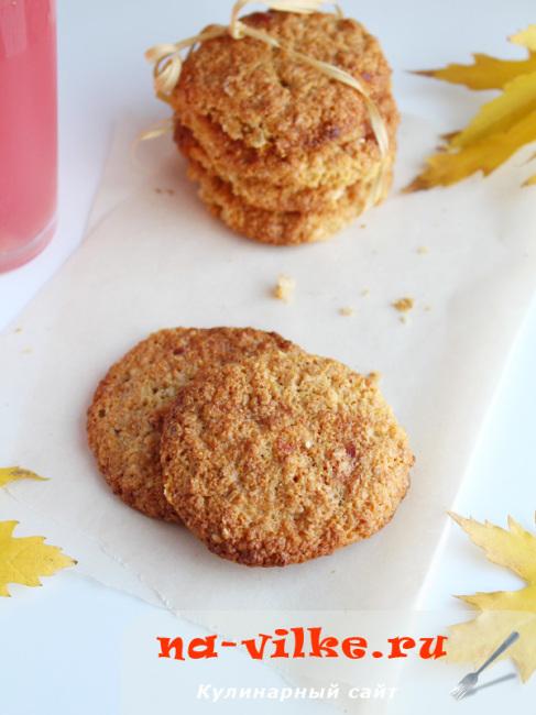 Печенье овсяно-кукурузное с цукатами из вишни