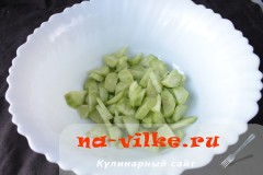 salat-iz-seldereja-02