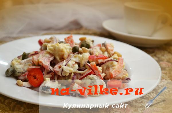 Салат с мидиями и яйцом