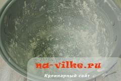 medovik-v-multivarke-08