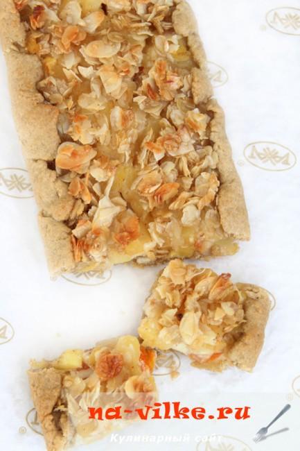 Пирог с яблоками и творогом