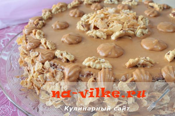 Ореховый торт с вареной сгущенкой