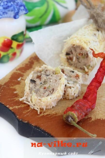 Колбаса куриная с овощами в сырной оболочке
