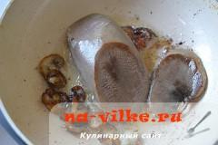 salat-iz-jazyka-s-sousom-02