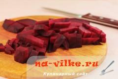 salat-iz-svekly-s-sirom-1