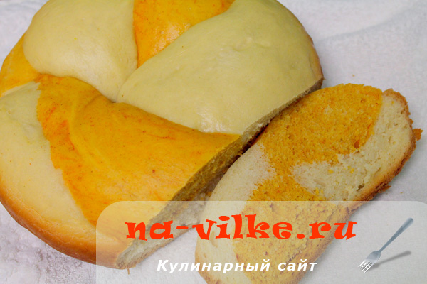 Двухцветный хлеб с паприкой