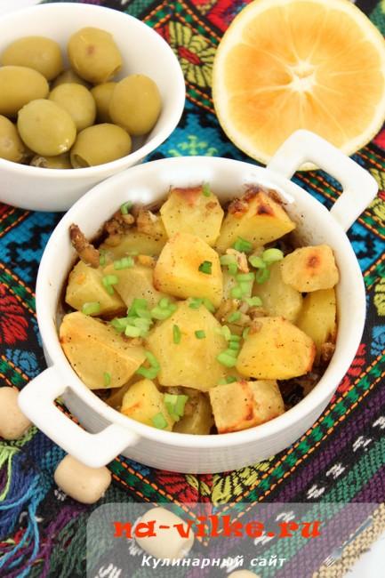 Картофель с оливками, запеченный в духовке