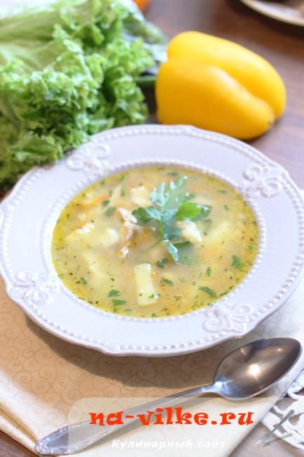 Суп на курином бульоне с кунжутными клёцками