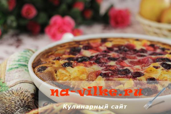 Манник с фруктами и ягодами