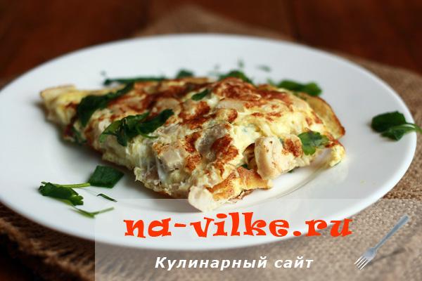 Как сделать быстро и вкусно омлет с курицей на сковороде