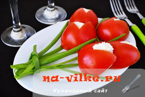 Закуска Букет тюльпанов из помидор, зелени и творога