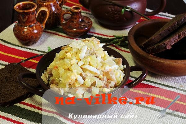 Вкусный и простой деревенский салат в домашних условиях