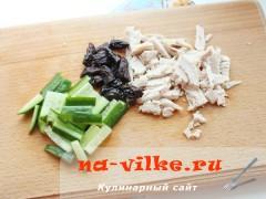 salat-s-kuricey-chernoslivom-1