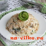 Необычный аппетитный салат из курицы, чернослива и огурцов