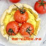 Мини-тарт с творогом и помидорами