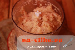 kurinie-kotlety-s-mankoy-04
