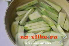 salat-iz-kabachkov-s-lukom-3