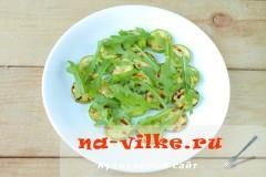 salat-s-kabachkami-fetoy-05