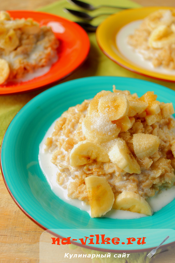 Овсяная каша с бананом и кефиром на завтрак