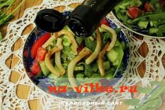 salat-iz-ovoshey-i-kalmarov-09