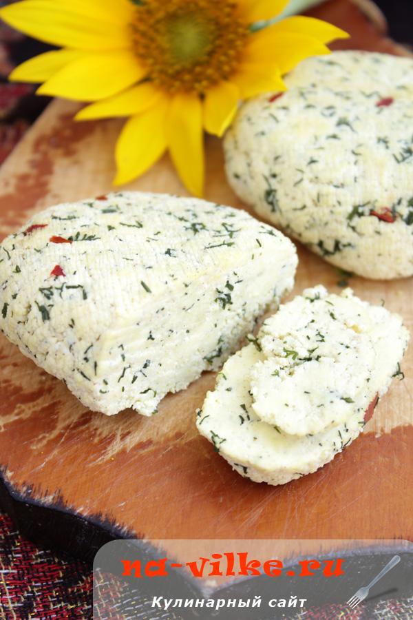 Сыр с соевым соусом, укропом и горьким перцем