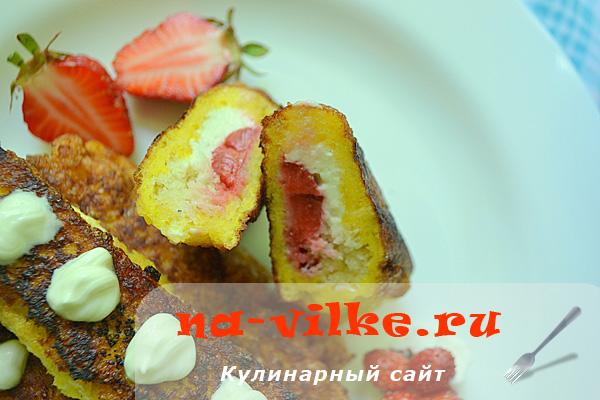 Трубочки с клубникой и творогом из тостового хлеба