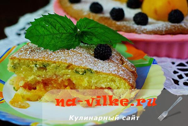 Тирольский пирог с абрикосами и мятой