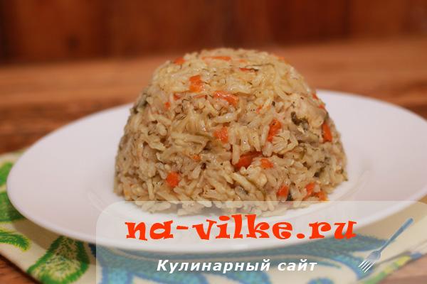 Рассыпчатый куриный плов из бурого риса в мультаварке