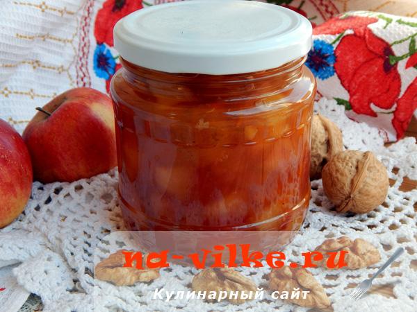 Ароматное варенье из яблок с добавлением корицы, орехов и апельсина