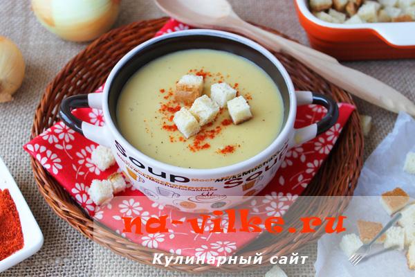 Гороховый суп-пюре с сухариками в мультиварке