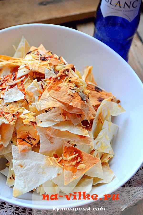Сырные чипсы из лаваша в духовке