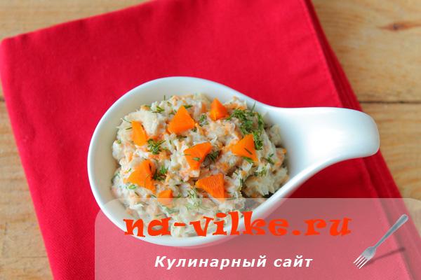 Салат с рыбой и морковью