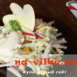 Вкусный салат с крабовыми палочками и яблоком за несколько минут