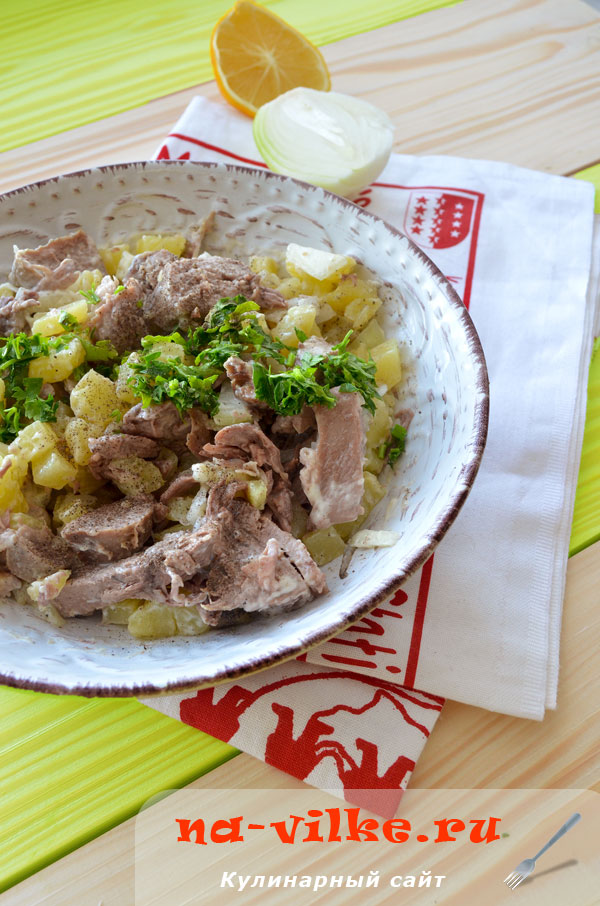 Немецкий картофельный салат с языком