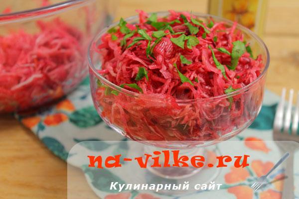 Салат из свежей капусты, яблока, моркови и свеклы