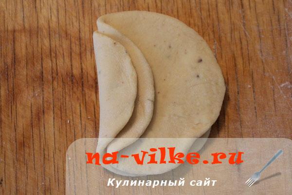 bulotchki-s-gorochovoj-mukoj-04