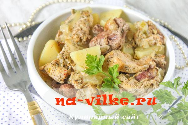 Запеченный кролик в горшочке с картофелем