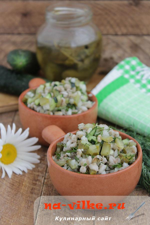 Салат из перловой крупы с огурцами