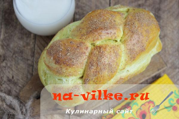 Желтый домашний хлеб из двух видов муки