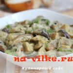 Благородный белый гриб тушеный в сметане