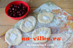pirozhki-s-vishnej-11