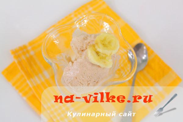 Домашнее мороженое с бананом и йогуртом