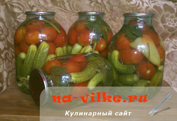 Маринуем ассорти из помидоров и огурцов с хреном и сельдереем