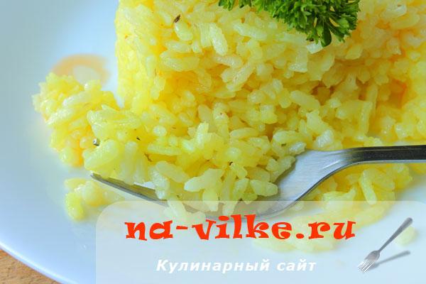 Рассыпчатый отварной рис с куркумой