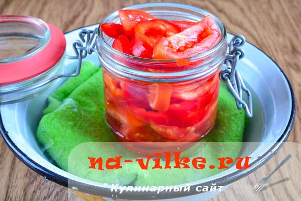 Ассорти из помидоров и сладкого перца с лимонной кислотой